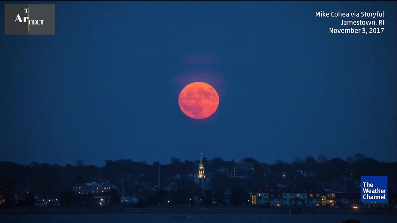 Watch stunning view of full moon rising