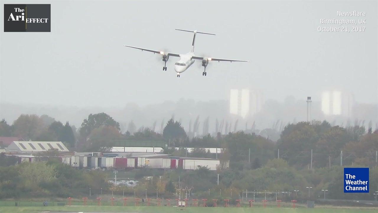 Plane wobbles in risky winds