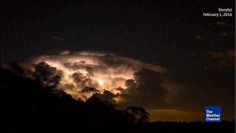 Gewitterwolken - brodelnd wie ein Vulkan