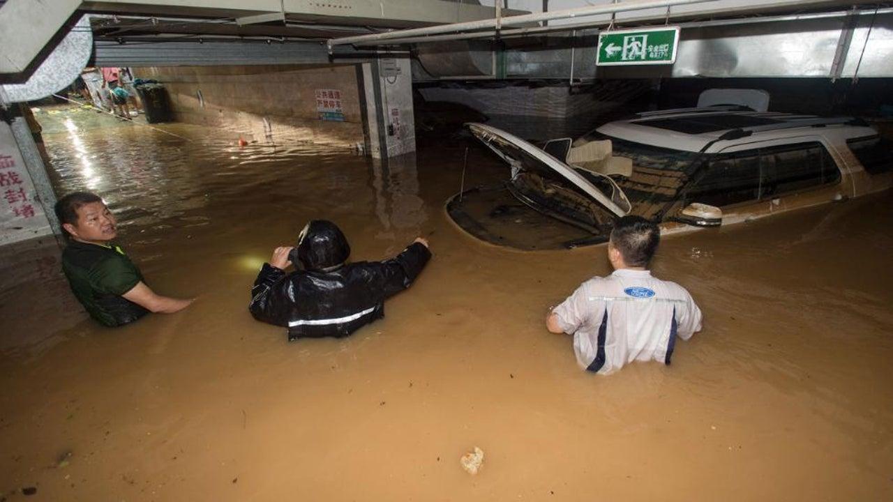 Mehr als 130 Tote nach Unwettern in Asien
