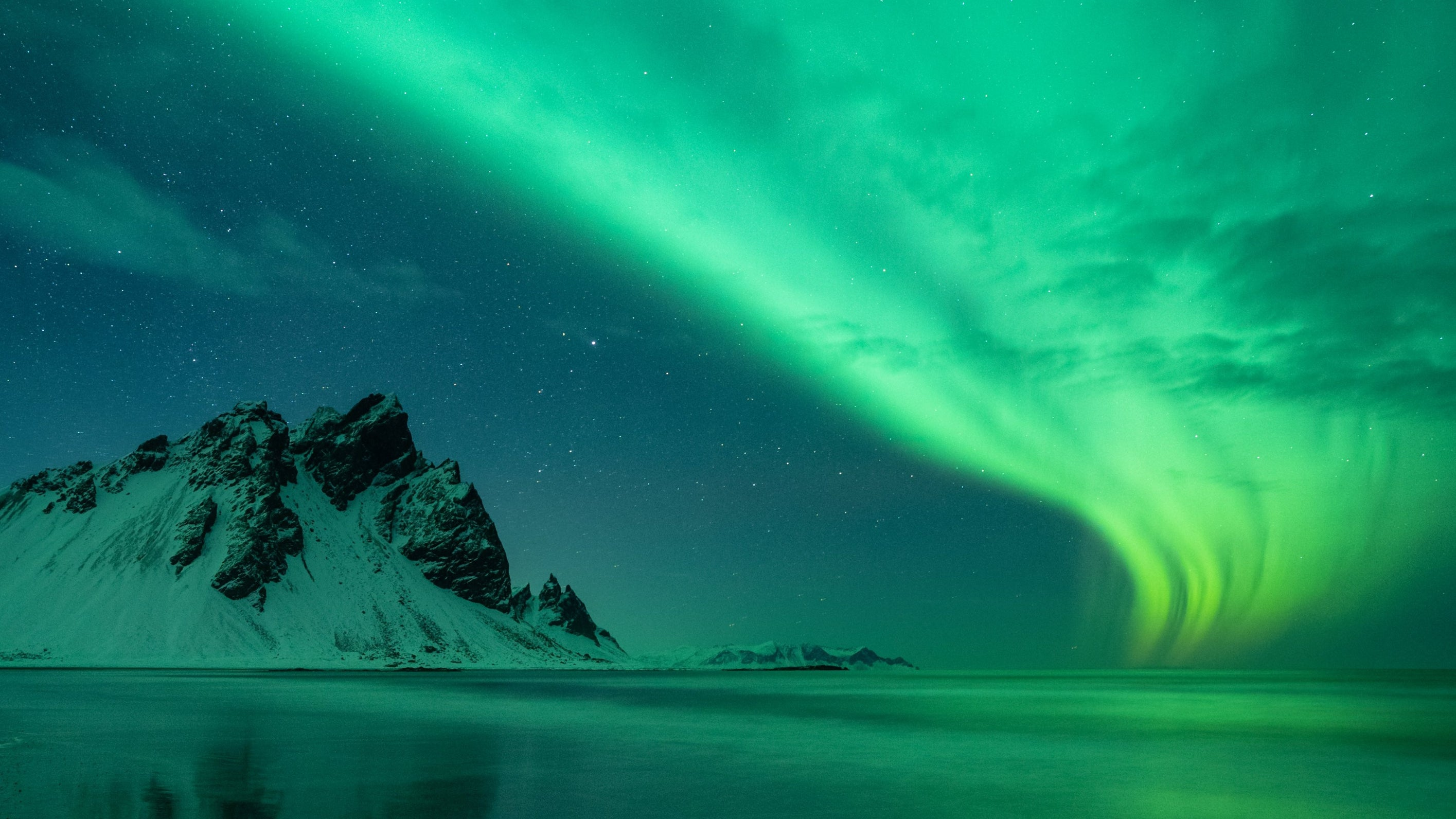 Weltraumorganisation zeigt Bild von Polarlichtern über Island