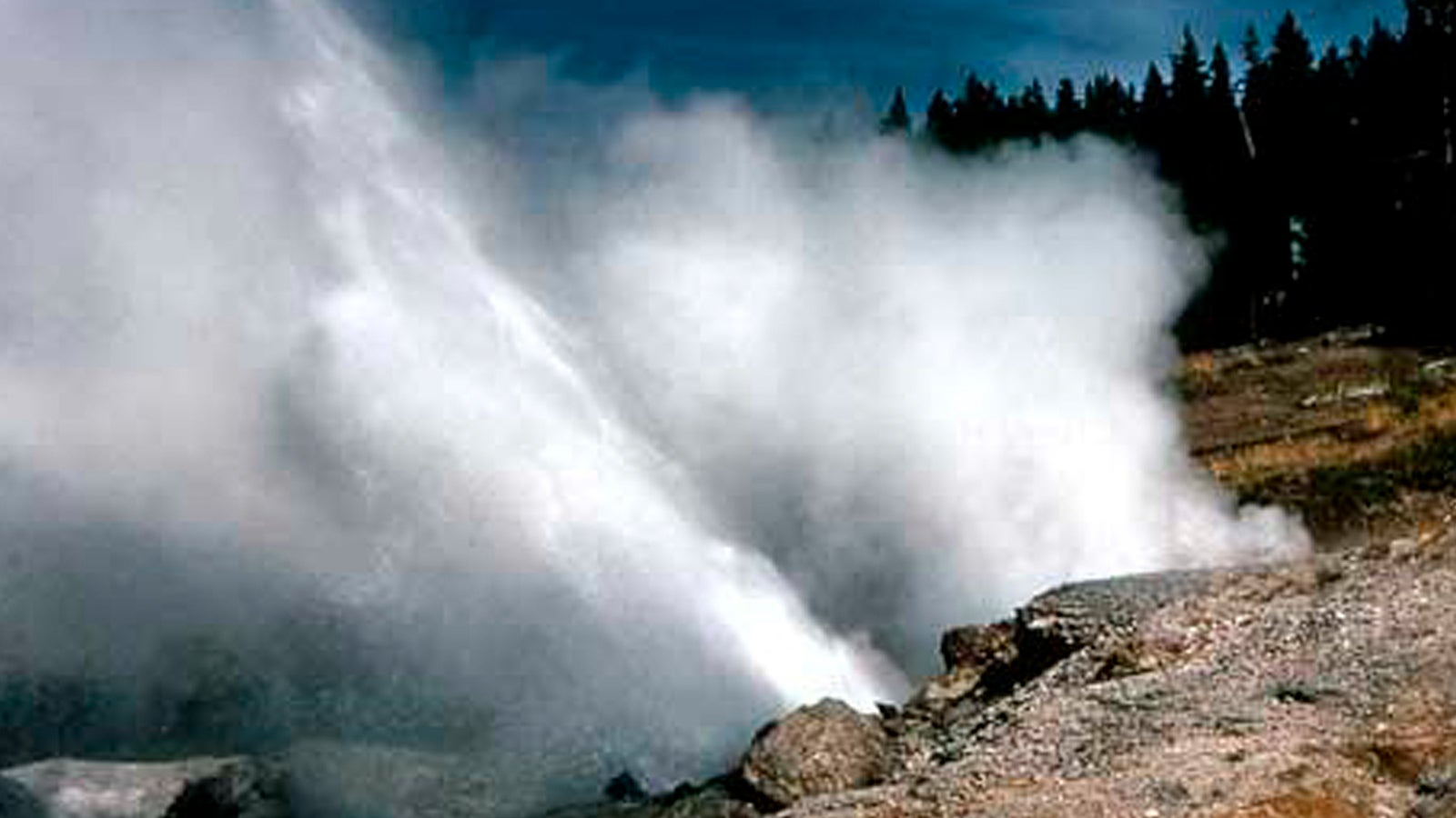 Drei Jahre war er ruhig - nun ist der Ledge Geysir im Yellowstone Nationalpark wieder aktiv.