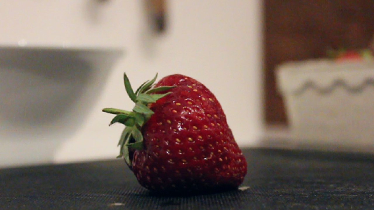 Erdbeeren bitte nie unter fließendem Wasser waschen