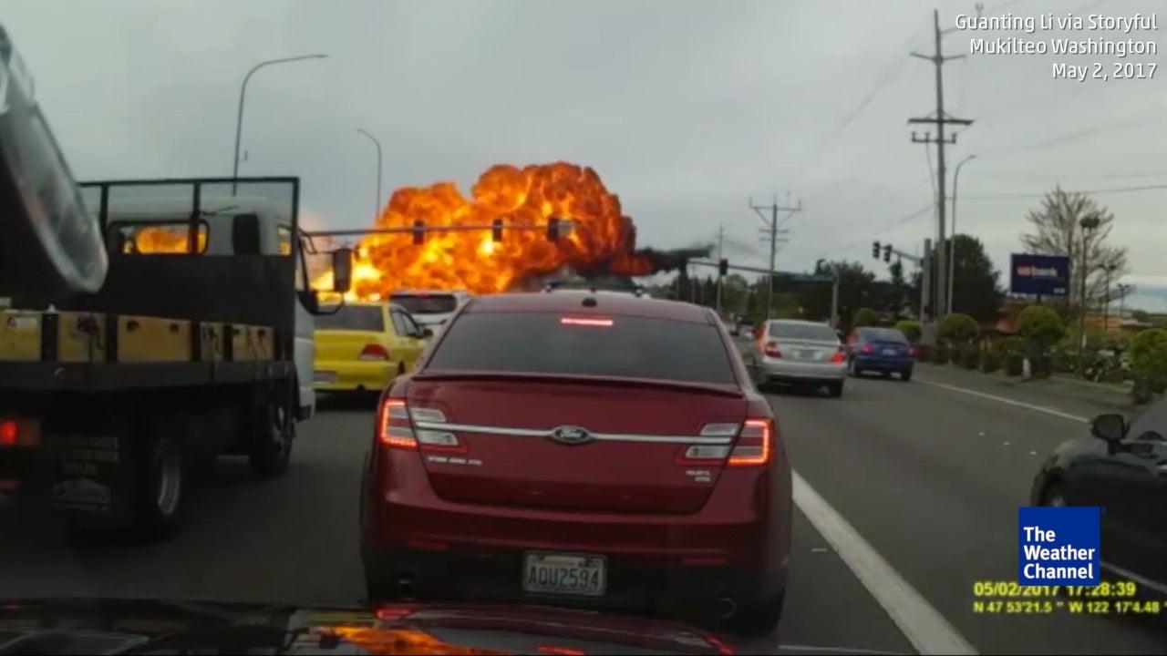 Notlandung endet in riesigem Feuerball
