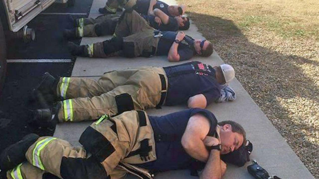 Feuerwehrmänner werden viral - aus traurigem Grund
