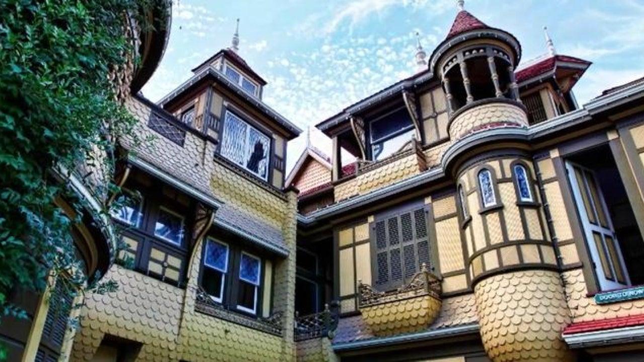 Im legendären Winchester Mystery House ist nichts normal.  Die unheimliche Geschichte dieses Hauses jagt Besuchern einen kalten Schauer über den Rücken.  Was die Verwalter nun hinter einer Tür entdeckten, versetzte sie in Staunen.