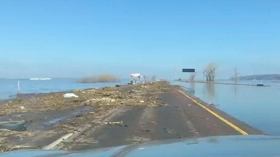 Fluten in Iowa: Autobahn wird zur Insel