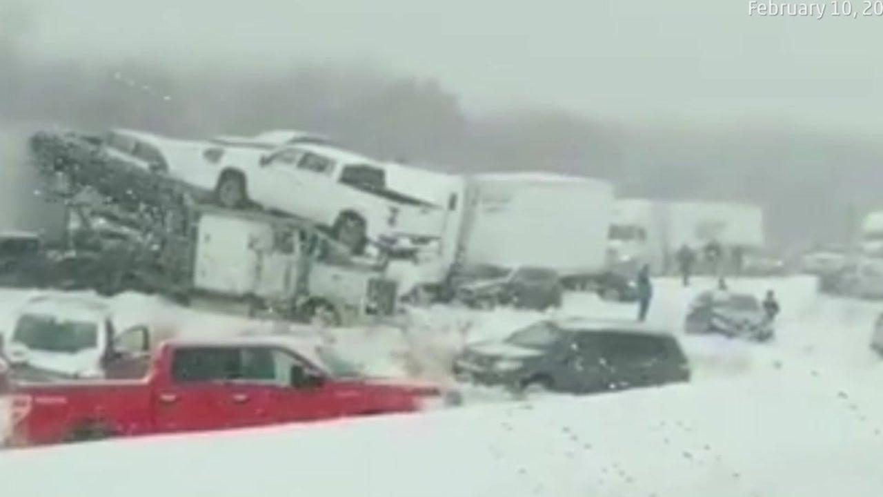 Karambolage: 40 Autos ineinander gekracht, mehrere Menschen sterben