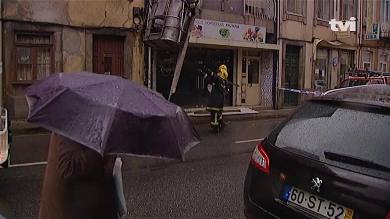 Mau tempo provoca queda de árvores no Porto