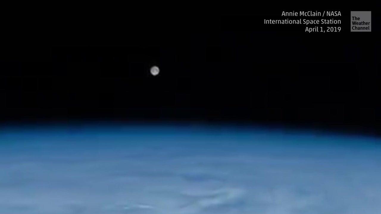 Nur an einem Ort zu sehen: Spektakuläre Aufnahmen eines Monduntergangs