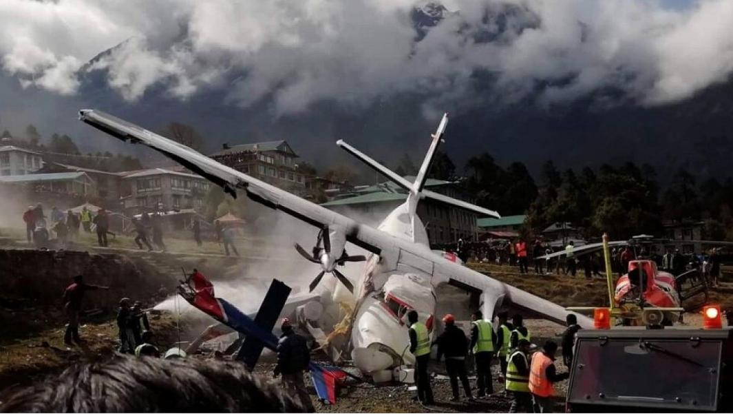Flugzeug kracht gegen Hubschrauber: Die ersten Bilder des Unglücks