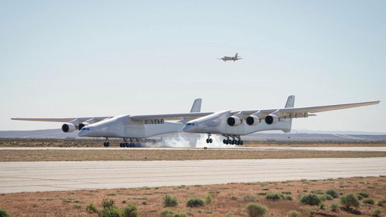 Hier hebt das größte Flugzeug der Welt zum ersten Mal ab