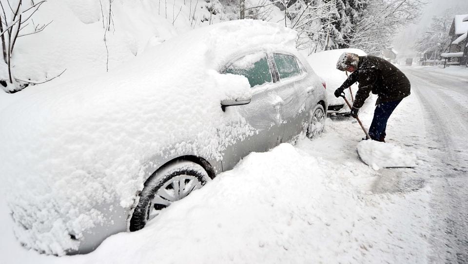 So befreien Sie Ihr Fahrzeug aus dem Schnee