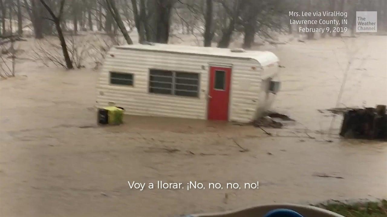 Inundación arrastra a un camper en Indiana