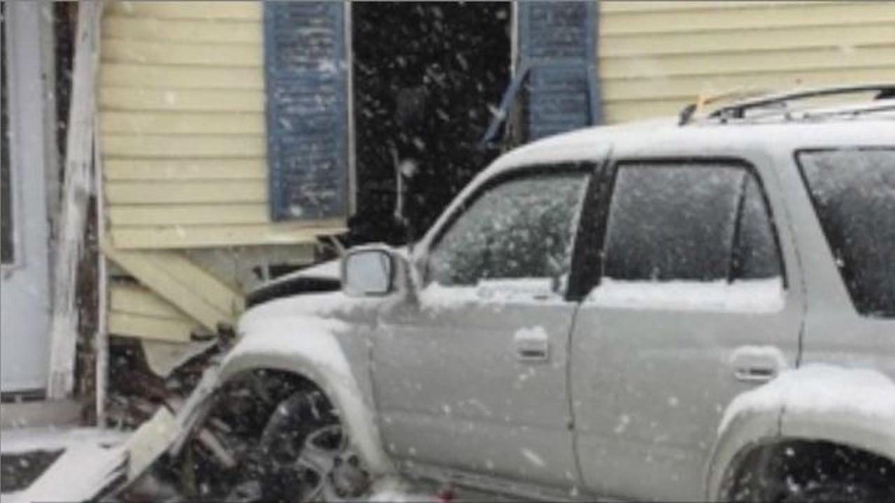 Horror-Crash: SUV kracht ungebremst in ein Haus