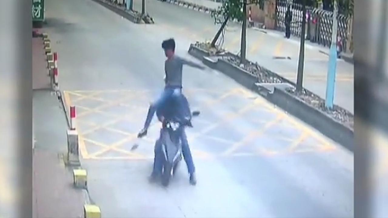 LKW-Fahrer stellt Handy-Dieb mit Kung-Fu-Kick