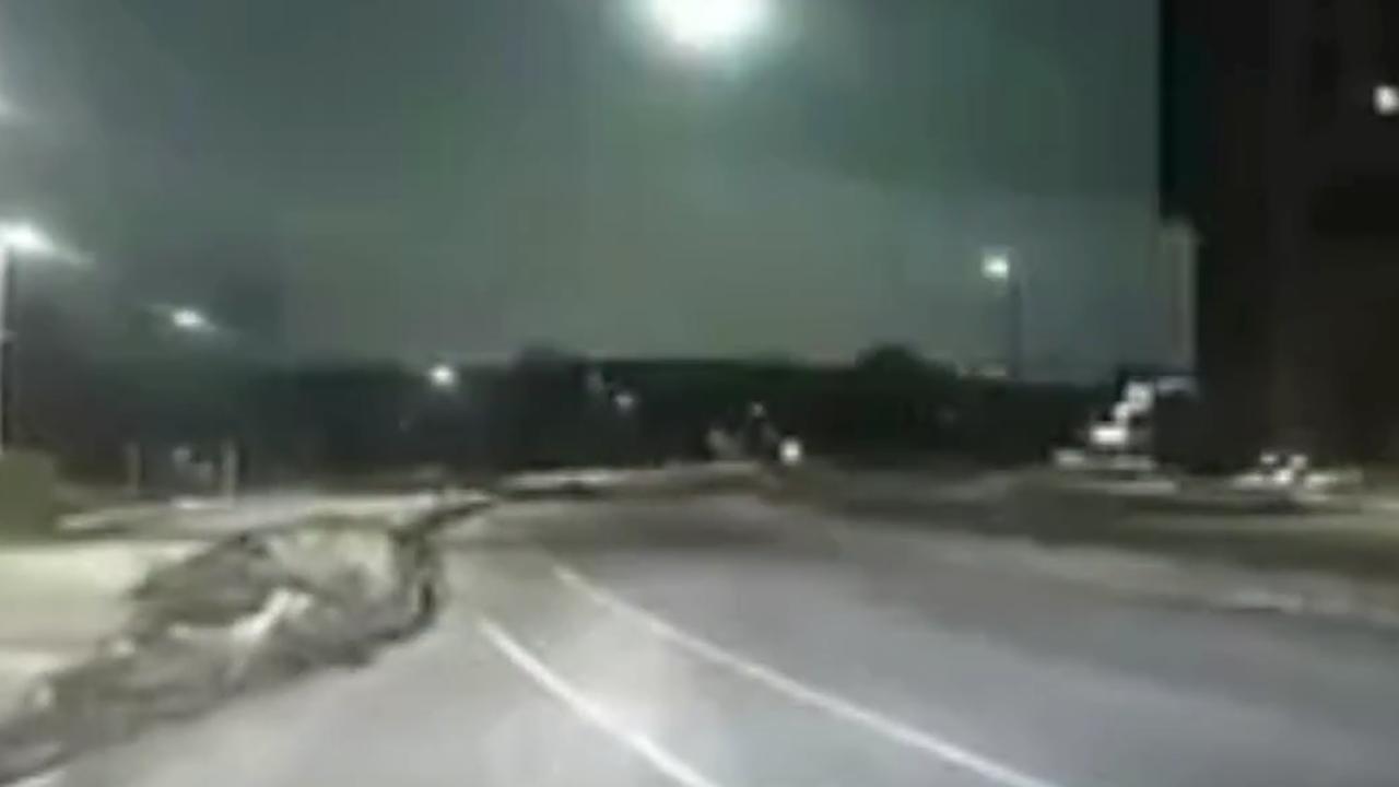 Spektakuläre Bilder: Polizist filmt mit Dashcam Meteor