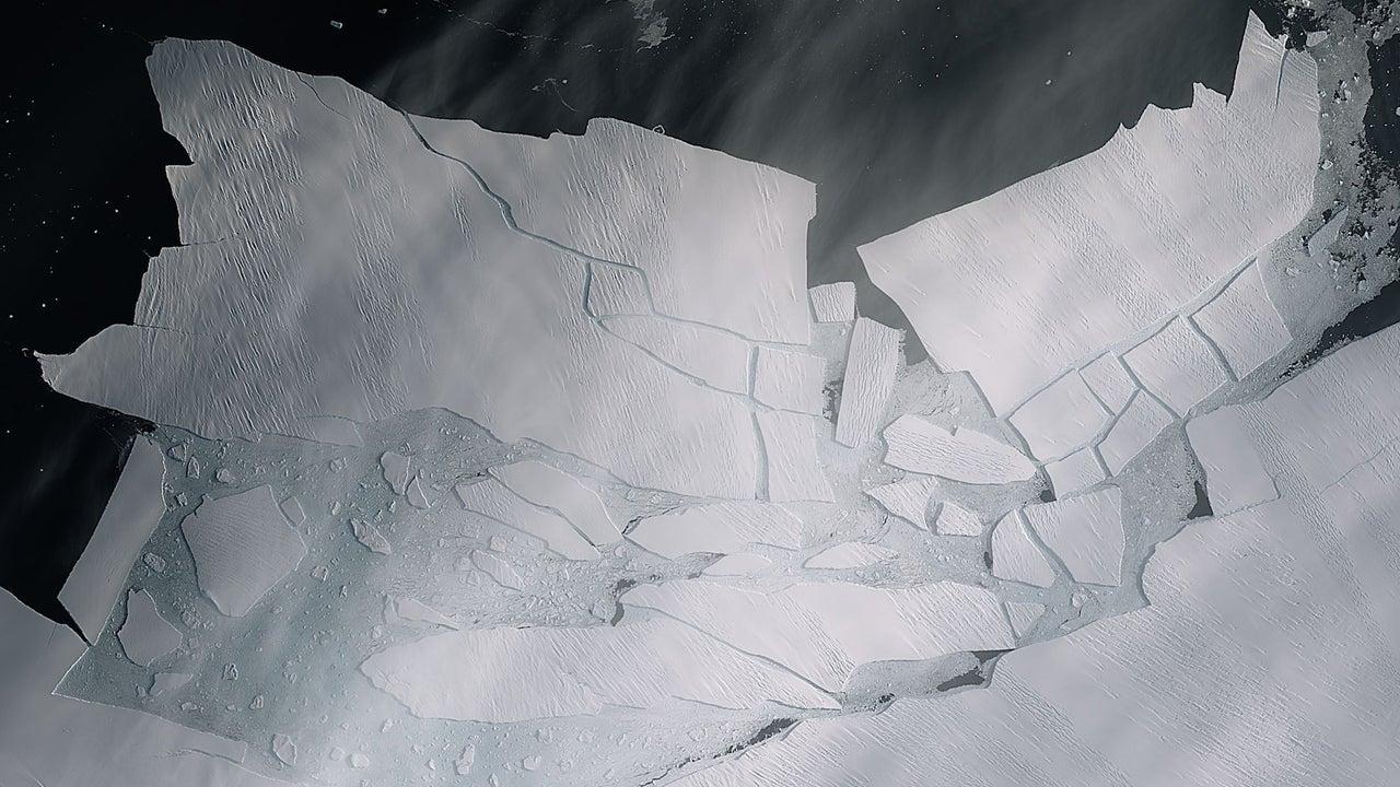 Chunk of Pine Island Glacier Breaks Away from Antarctica