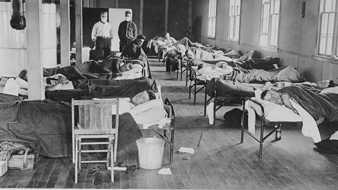 Victims of the Spanish flu lie in beads at a barracks hospital on the campus of Colorado Agricultural College, Fort Collins, Colorado, 1918. (Photo by American Unofficial Collection of World War I Photographs/PhotoQuest/Getty Images)