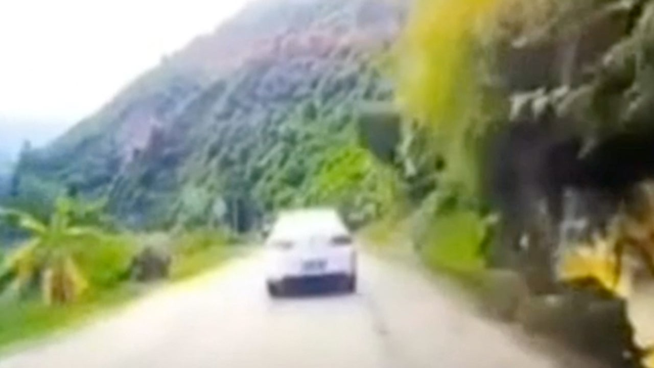 Boulder Crashes Down Mountain, Smashes Car in China