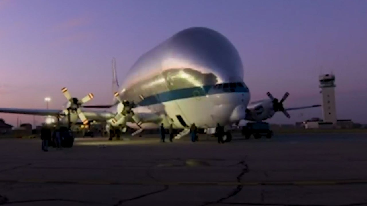 Massive Airplane Transports Moon Mission Spacecraft to Ohio
