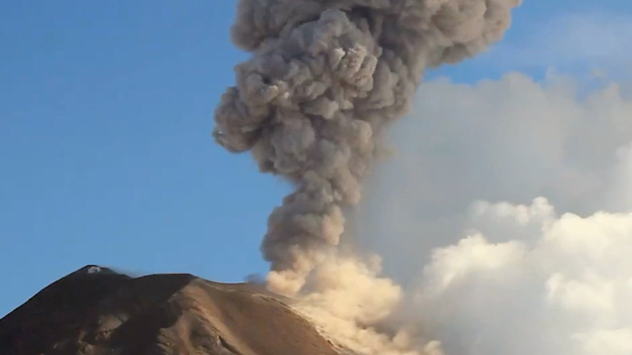 'Throat of Fire' Volcano in Ecuador in Danger of Collapse