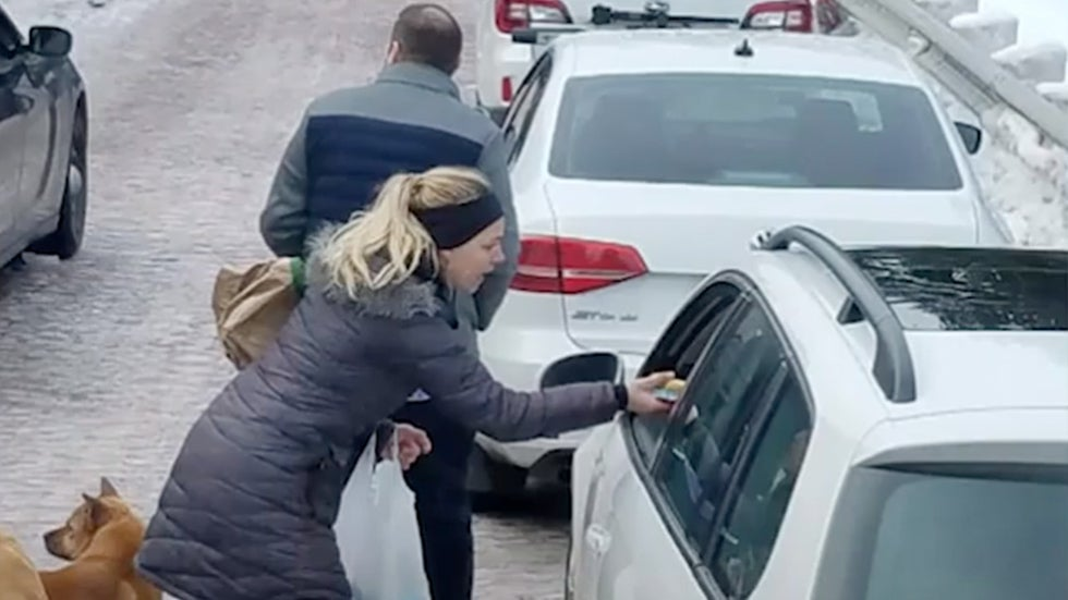 Mystery Couple Helps Stranded Motorists Trapped By Winter Storm