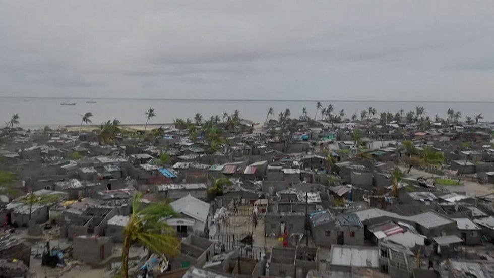 Cyclone Leaves Hundreds of Thousands Homeless in Mozambique
