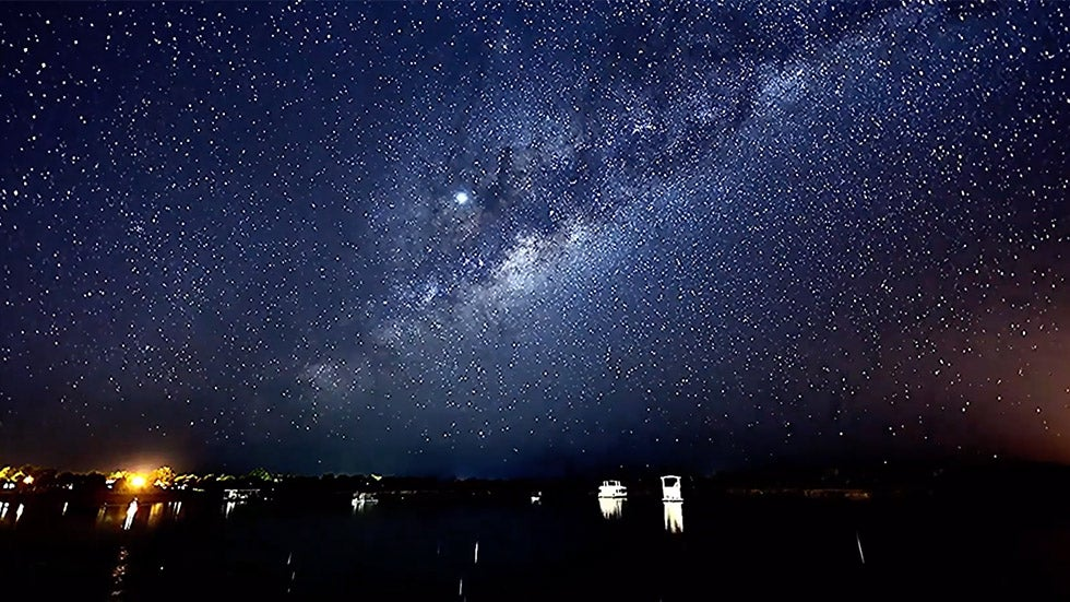 Time-Lapse of Milky Way Swirling Over Australia Is Stunning