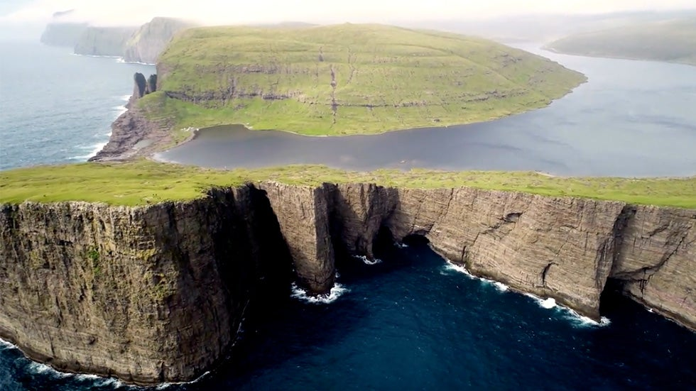 Tourists Forced The Faroe Islands to Close, Volunteers Fly in to Help