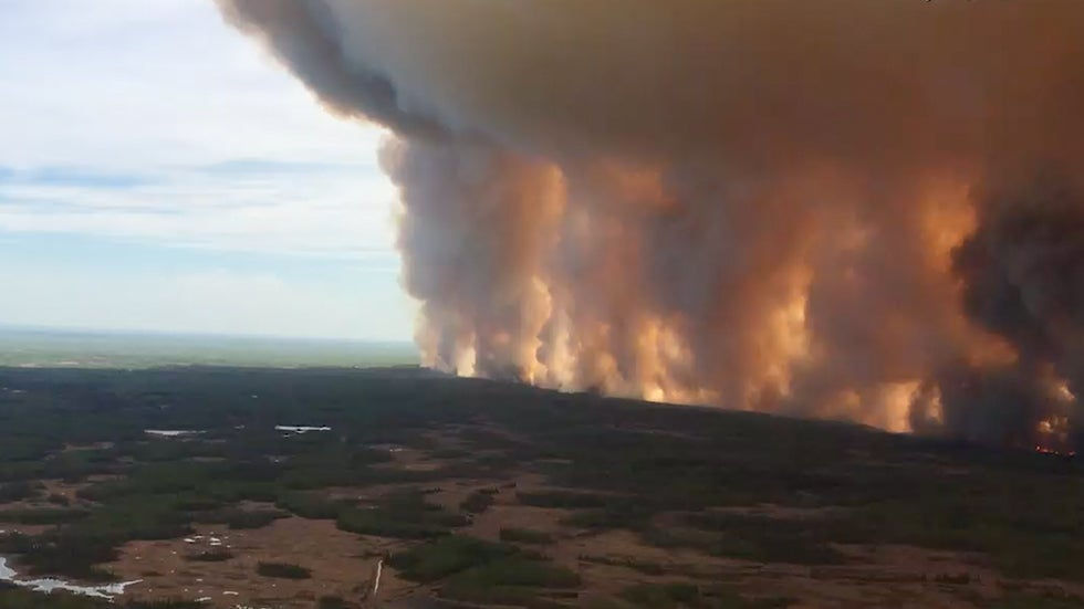 Entire Town Forced to Evacuate From Wildfire