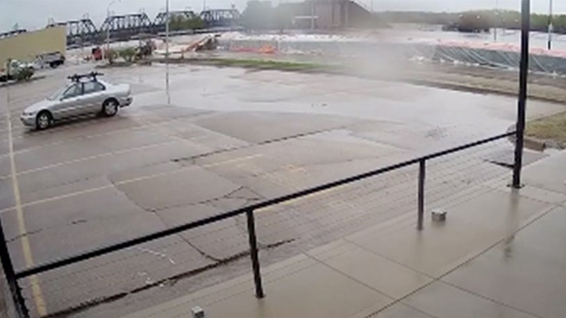 Watch Frightening Moment Levee Fails in Davenport, Iowa