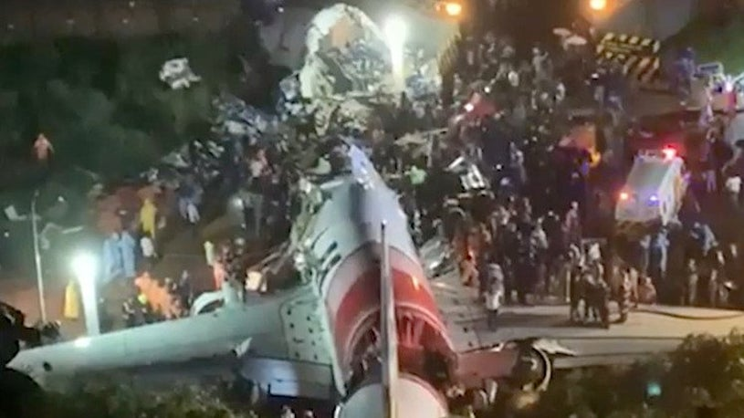 Air India Plane Crashes in Heavy Rain in Southern India; 16 Killed ...