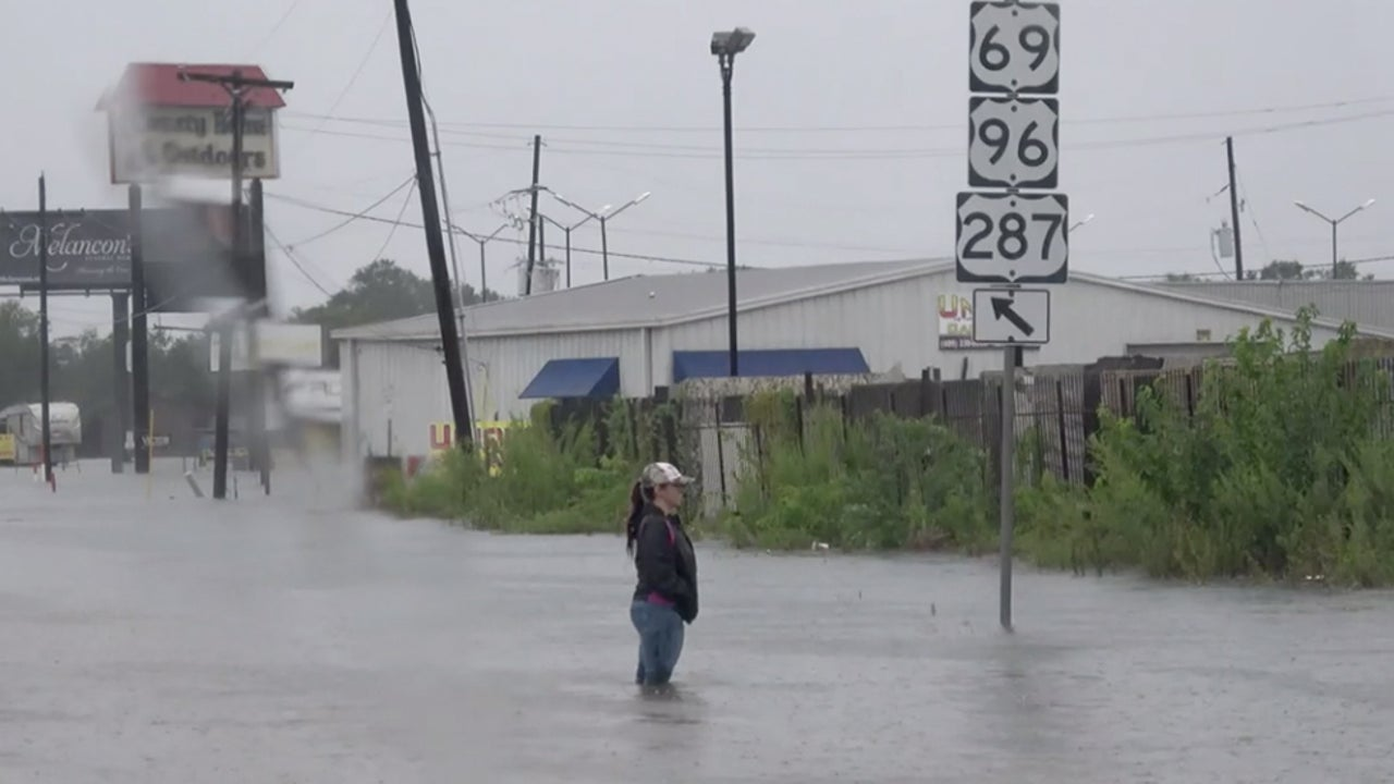 911 Overwhelmed as Life-Threatening Flooding Swamps Texas