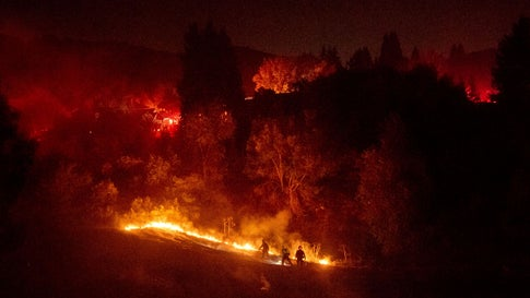 Mobile Homes Destroyed in Southern California Town as Wildfires Intensify