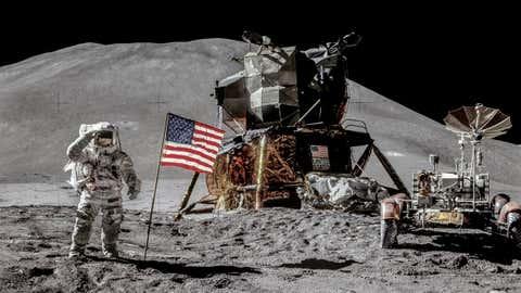 7월 말은 아폴로 15호의 50주년을 기념했습니다. (NASA / JSC / ASU / Andy Saunders)