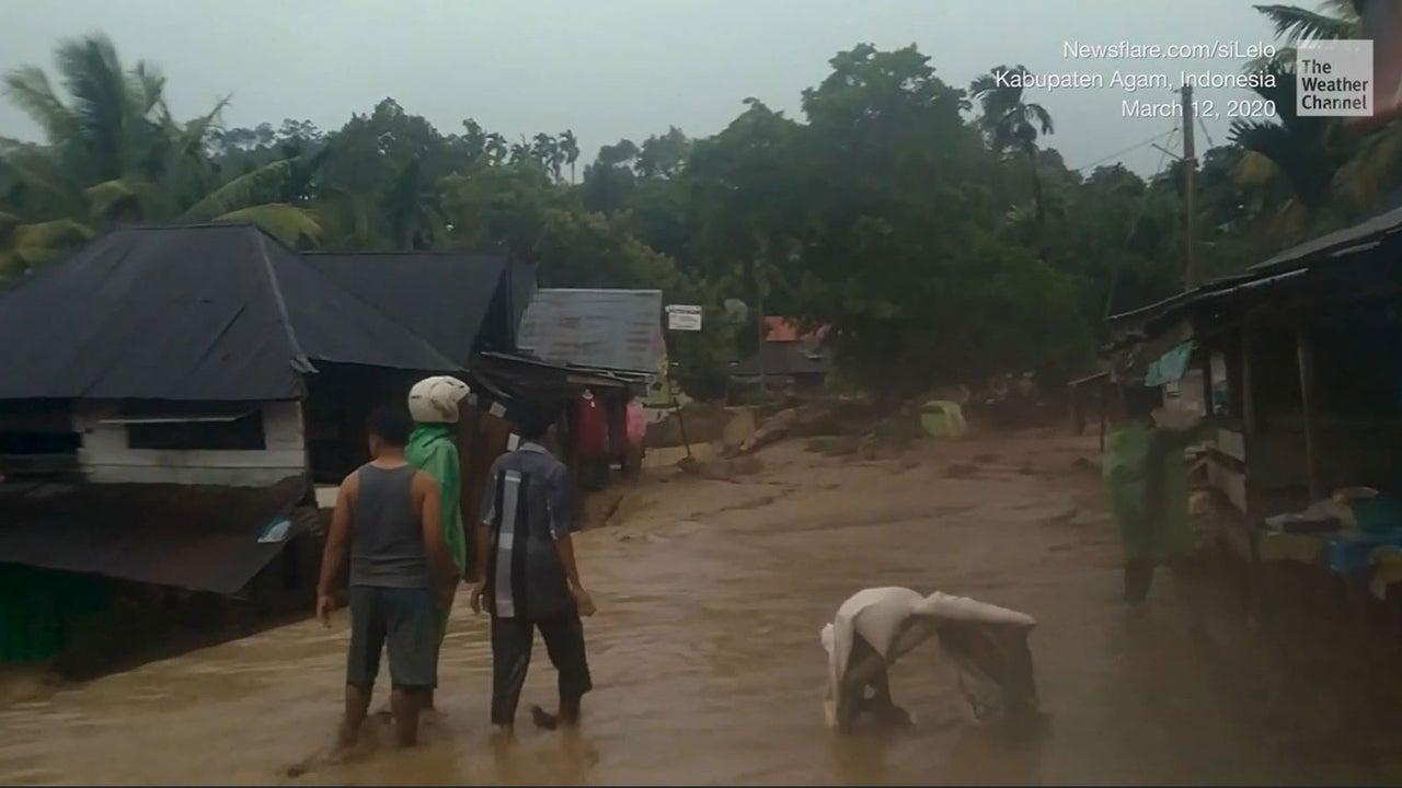 In Indonesien auf der Insel Sumatra herrscht ein Ausnahmezustand: Wegen des Hochwasser verwandeln sich die Straßen in Fluten aus Schlamm und zerstören alles, was ihnen in den Weg kommt.