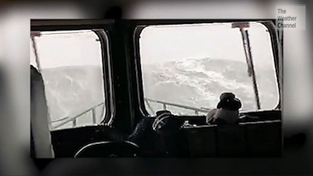 Da wird man beim zusehen schon seekrank: ein englisches Rettungsboot hat Sturmtief Sabine ausgenutzt, um im Ärmelkanal eine Trainingsfahrt durchzuführen.