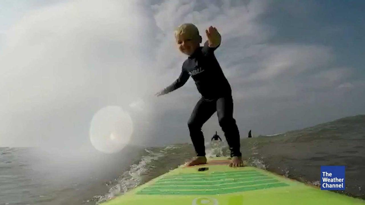 Wer es schon einmal selbst versucht hat, der weiß: Surfen ist gar nicht so einfach! Umso mehr beeindruckt die Leistung dieses eines kleinen Wassersportlers aus England.