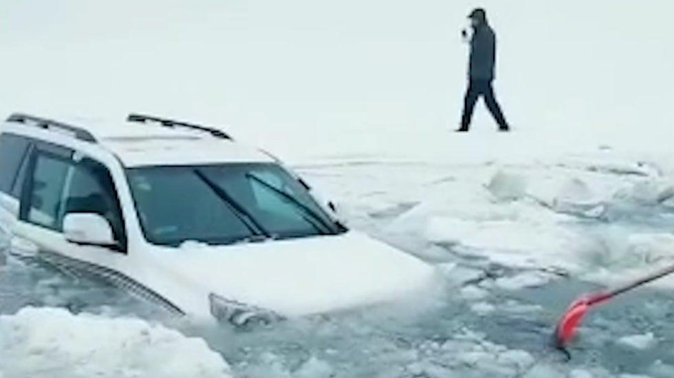 Car Carrying Family of 3 Falls Into Frozen Lake in Xinjiang, China