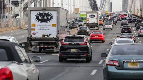 FORT LEE, NJ - DECEMBER 01: Cars move along the George Whasington bridge on December 01, 2018 in Fort lee, New Jersey. Acording to the The National Climate Assessment draws on input from 13 federal agencies, climate change will slice hundreds of billions of dollars out of the US economy. By the end of the century, climate change could cost the United States $500 billion per year.(Photo by Kena Betancur/VIEWpress/Corbis via Getty Images)