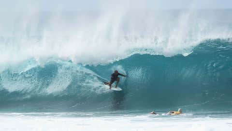 HALEIWA, HAWAII - DECEMBER 19: Kelly Slater of the United States surfs during the Billabong Pipe Masters on December 19, 2019 in Haleiwa, Hawaii. (Photo by Matt King/Getty Images)