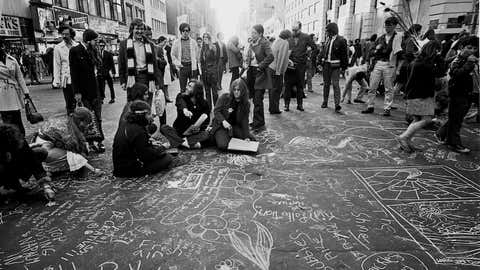 """Protestors """"chalking"""" a street in New York on April 20, 1970, as part of a protest leading up to the first Earth Day on April 22. (Photo by Santi Visalli/Getty Images)"""