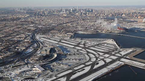 """NEW YORK, NY - JANUARY 05: La Guardia Airport awaits arriving flights after runways were plowed of snow on January 5, 2018 in the Queens borough of New York City. Under frigid temperatures, New York City dug out from the """"Bomb Cyclone."""" (Photo by John Moore/Getty Images)"""