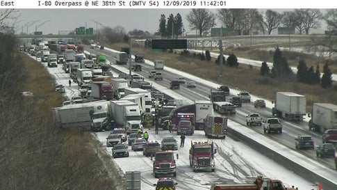 Snowy Iowa Pileup Injures 1 as 50 Vehicles Collide