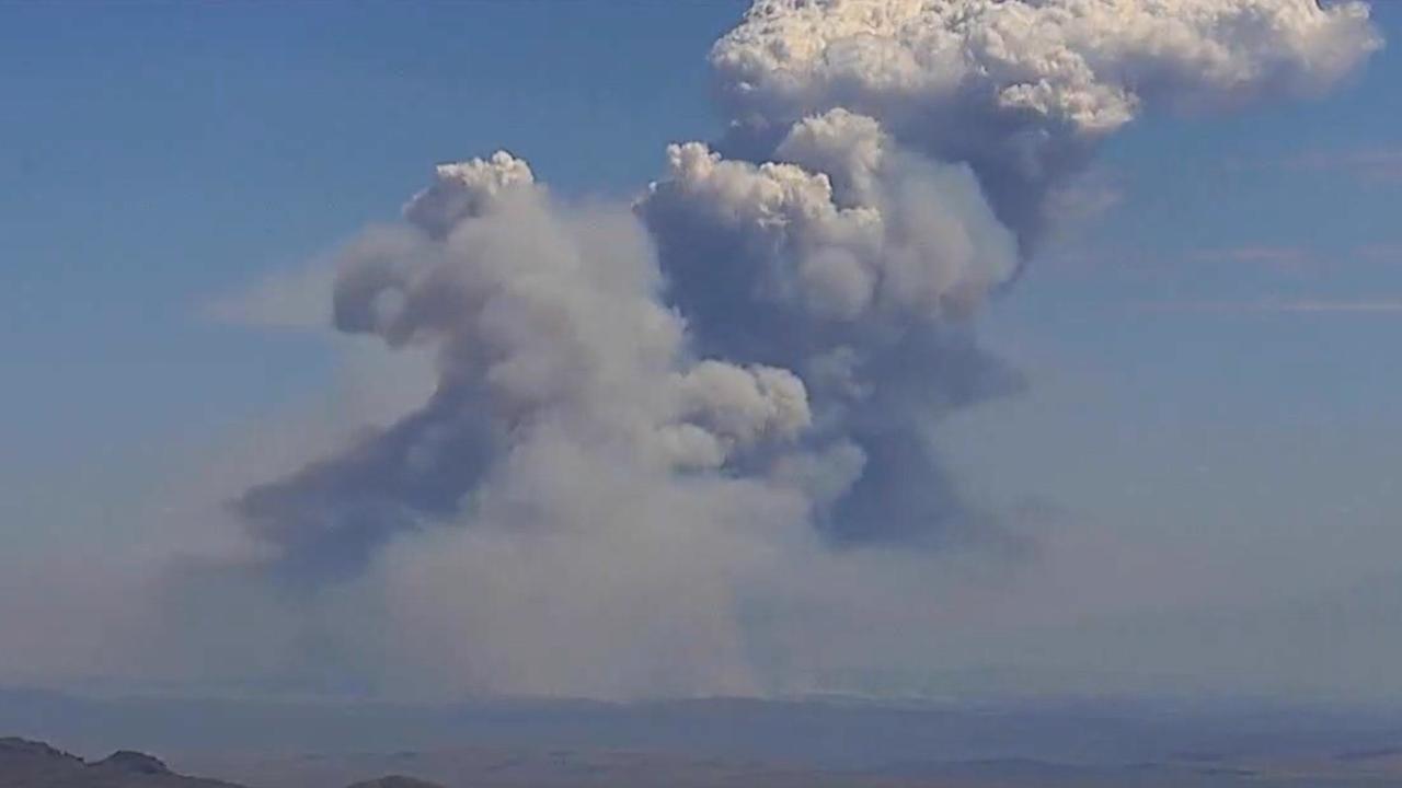 Fire Clouds Explode as Nevada Goose Fire Burns Near Idaho | The