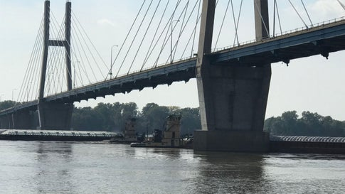 Barges Break Loose on Mississippi River; At Least One Hits Bridge