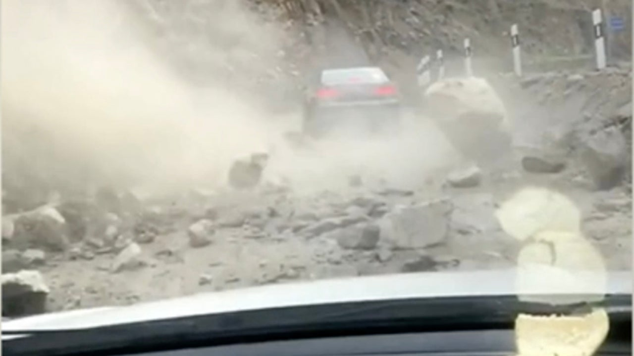 Drivers Get Caught in Rockslide in China