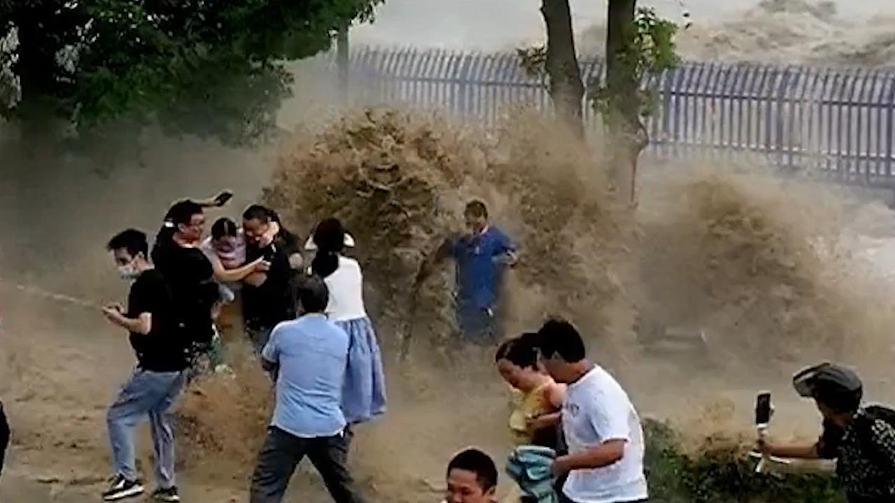 Tourists Run as Monster Waves Slam Shore