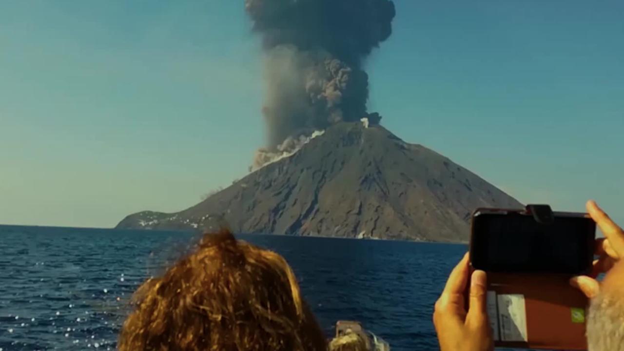 Stromboli Volcano Eruption Makes Explosive Backdrop for Afternoon Sail